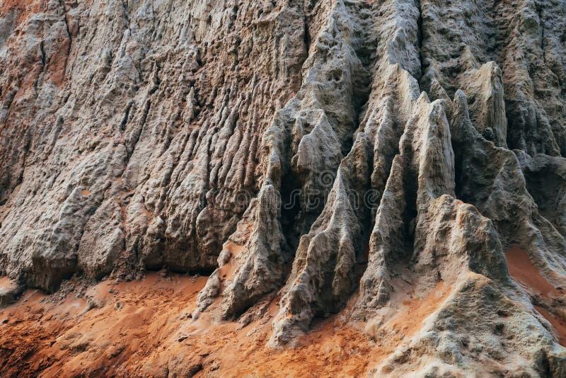 Corrente leggiadramente in Mui Ne nel Vietnam Punto di riferimento, canyon rosso della montagna della sabbia immagine stock libera da diritti