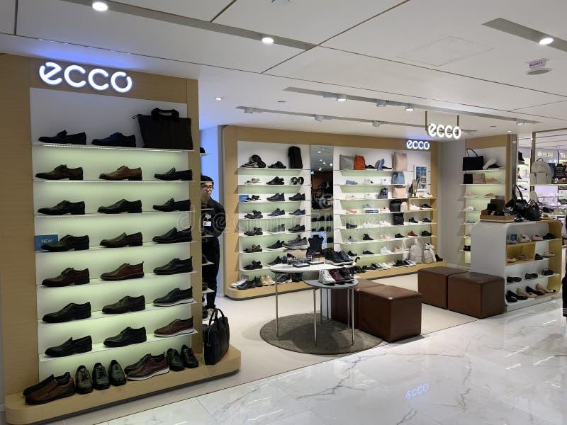 Correntes da loja de Ecco e colocação bonita do produto fotos de stock royalty free
