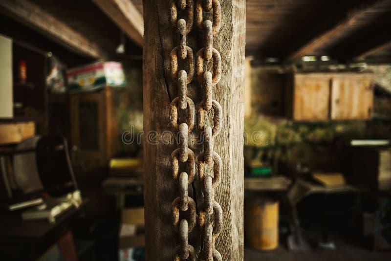 Correntes oxidadas velhas foto de stock