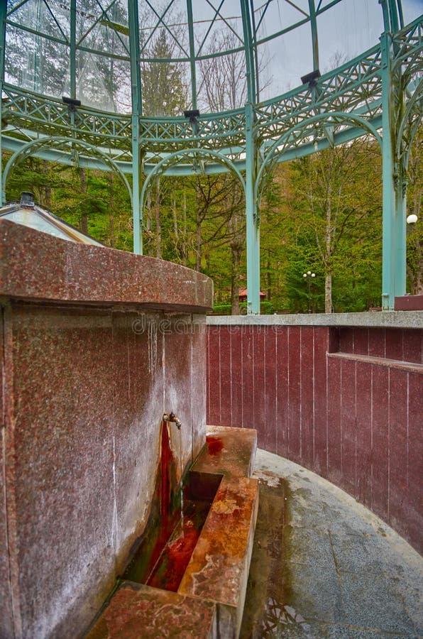 Correnti dell'acqua minerale di Borjomi fotografie stock libere da diritti