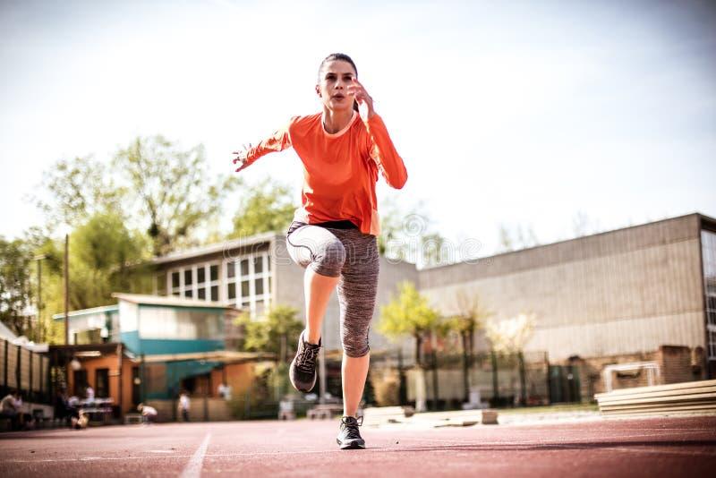 Correr é saudável Mulher nova 15 foto de stock