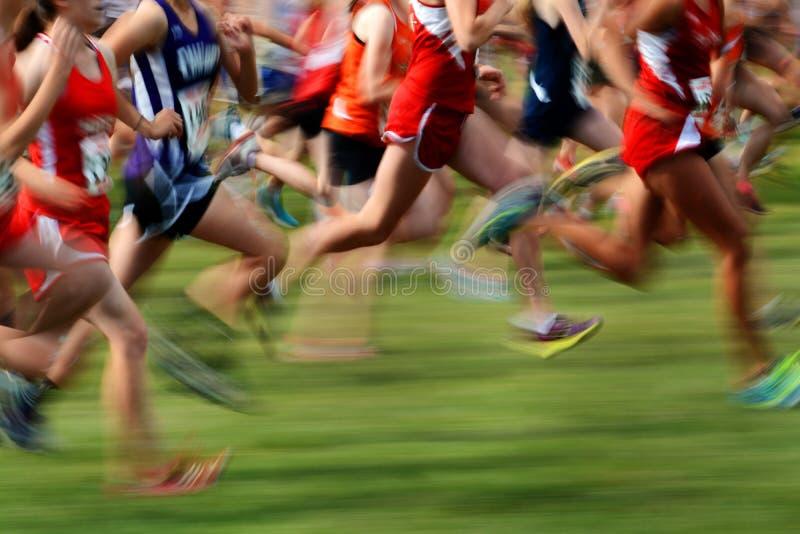 Correr una carrera en el movimiento foto de archivo