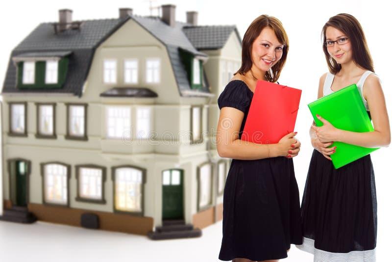 Corretor de imóveis da mulher de negócio da equipe foto de stock royalty free
