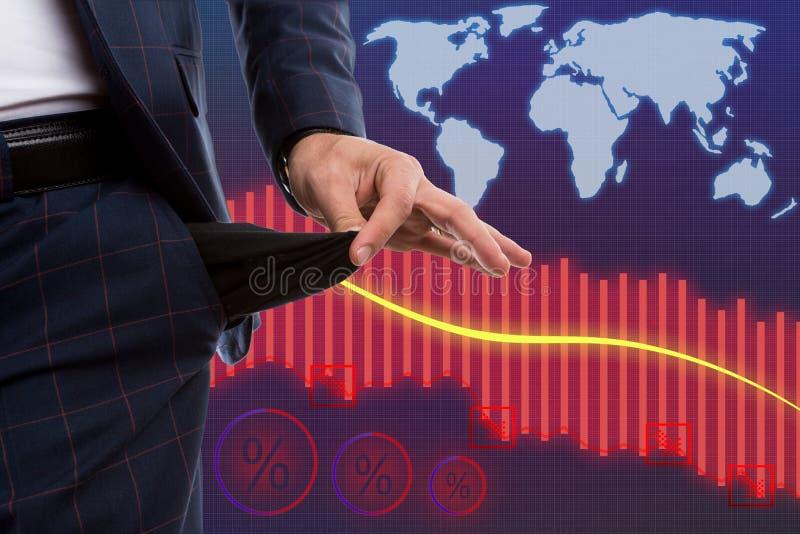 Corretor que apresenta o bolso vazio como o conceito da crise econômica imagens de stock