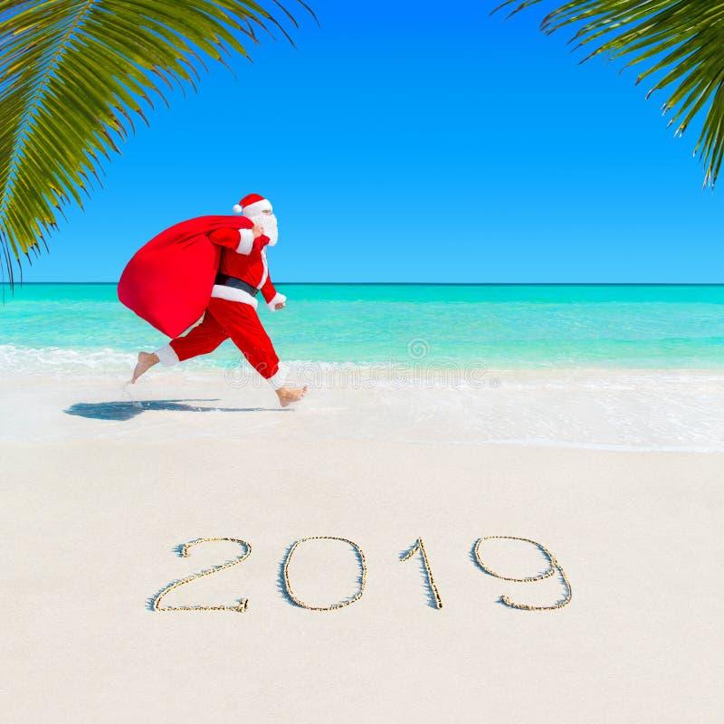Corrida de Santa Claus em Palm Beach 2019 com saco do Natal foto de stock royalty free