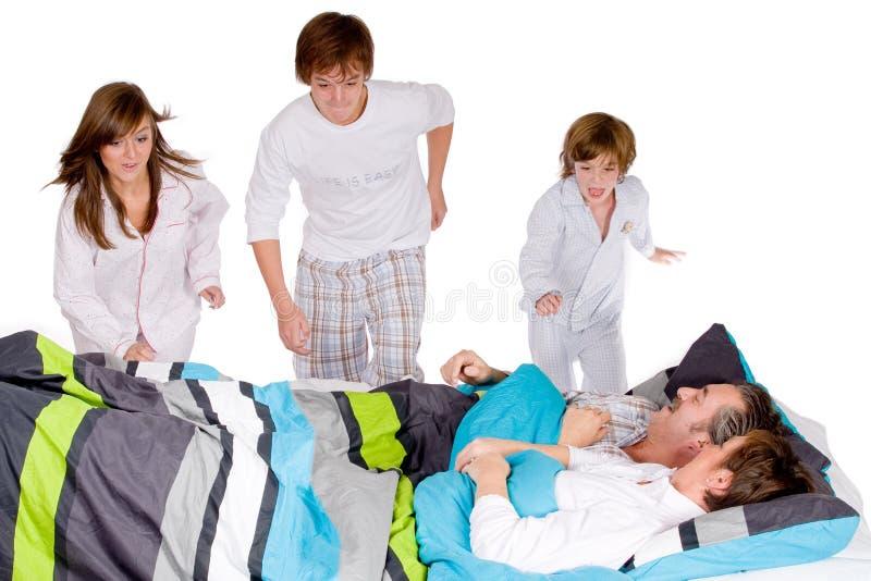 Download Corrida Feliz De La Familia Imagen de archivo - Imagen de dormitorio, pyjama: 7286299