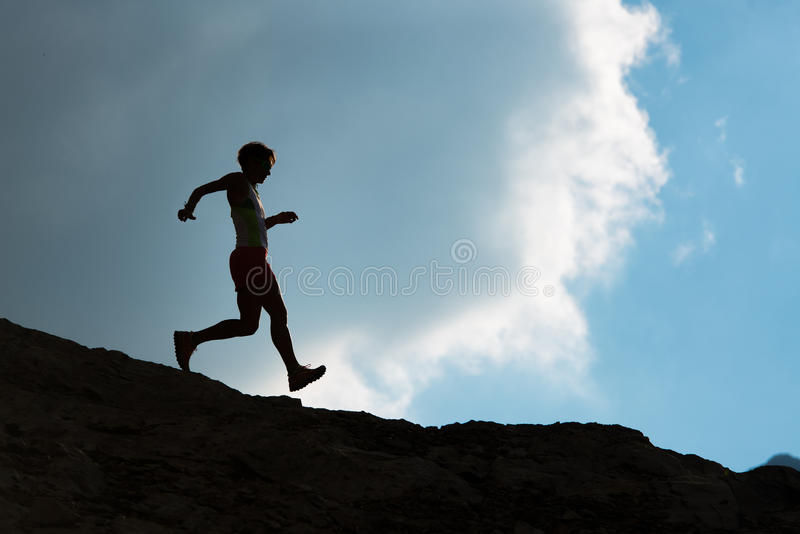 Corrida sobre rochas para baixo fotos de stock royalty free