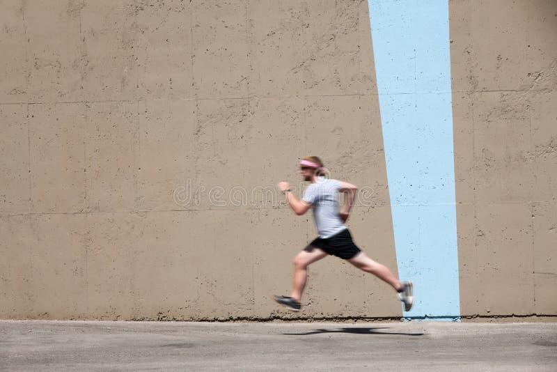 Corridas del hombre a prepararse para la raza fotos de archivo libres de regalías