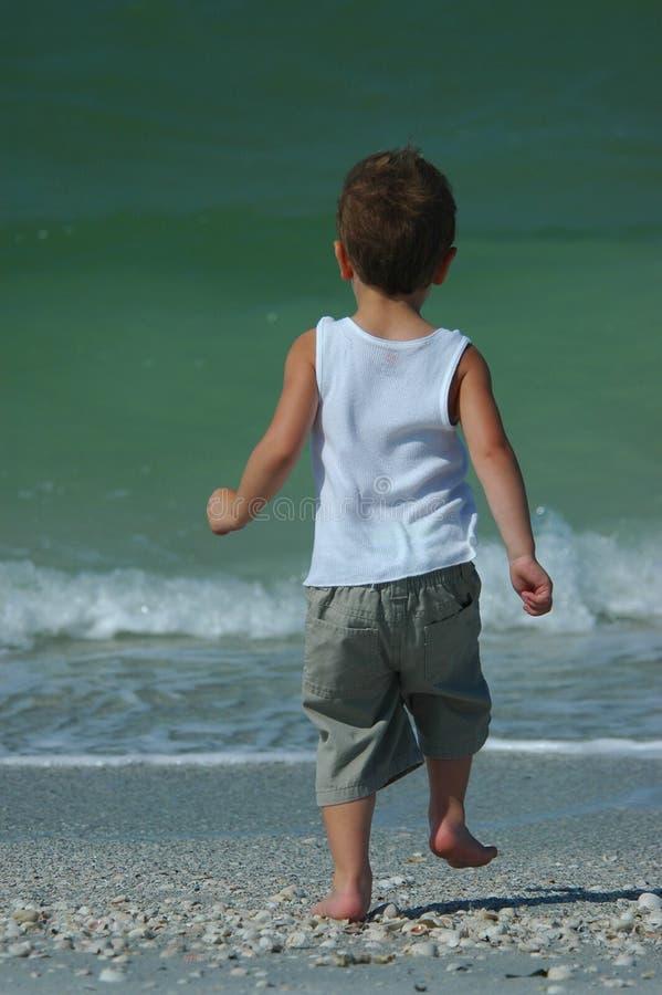 Download Corridas Del Muchacho Para Practicar Surf La Línea Imagen de archivo - Imagen de ondas, muchacho: 178239
