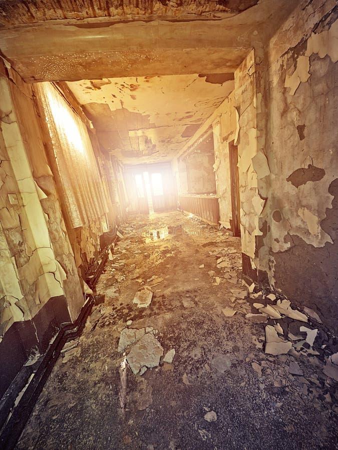 Corridoio abbandonato dell'hotel fotografia stock libera da diritti