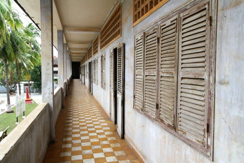 Corridoio al museo di genocidio di Tuol Sleng fotografia stock