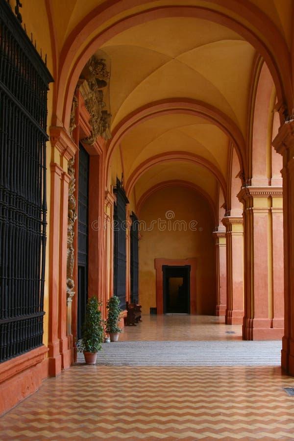 Corridoio in alcazar reale in Siviglia fotografie stock