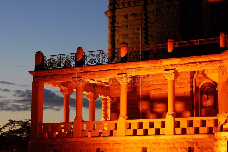 Corridoio del castello alla notte fotografie stock libere da diritti