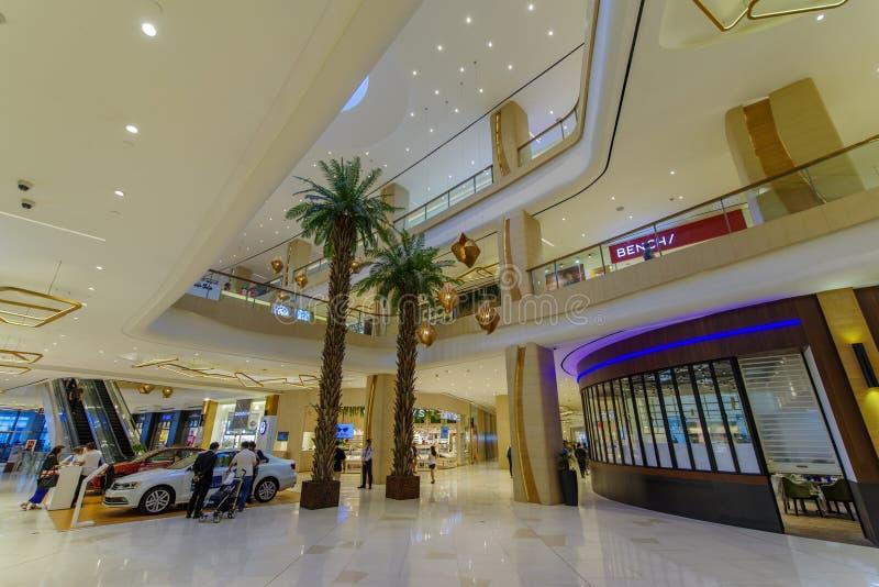 Corridoio del centro commerciale del pianterreno di febbraio 20,2018 nel centro commerciale alto della città, città di Taguig immagini stock libere da diritti