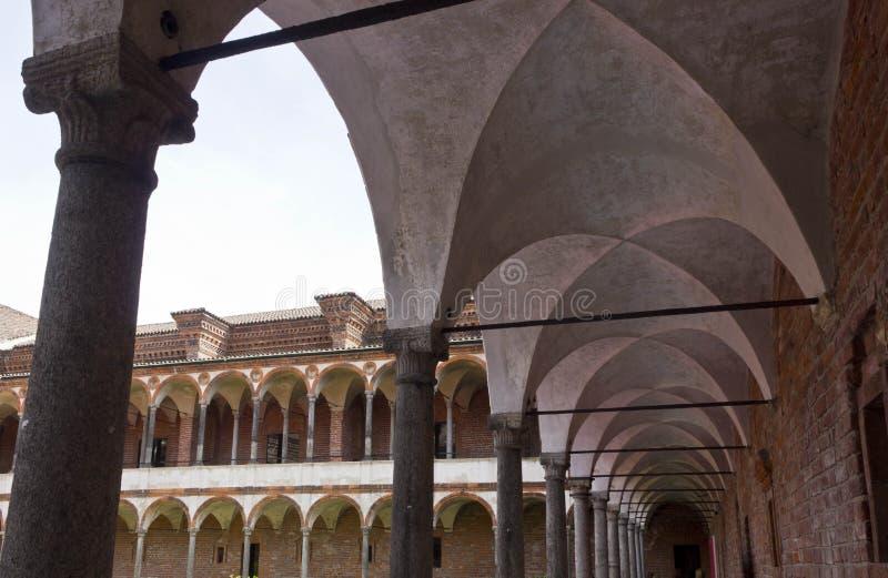 Corridoio del convento del lavabo dell'università pubblica di Milano immagini stock