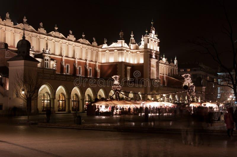 Corridoio di Cracovia alla notte. Sukiennice. immagine stock libera da diritti