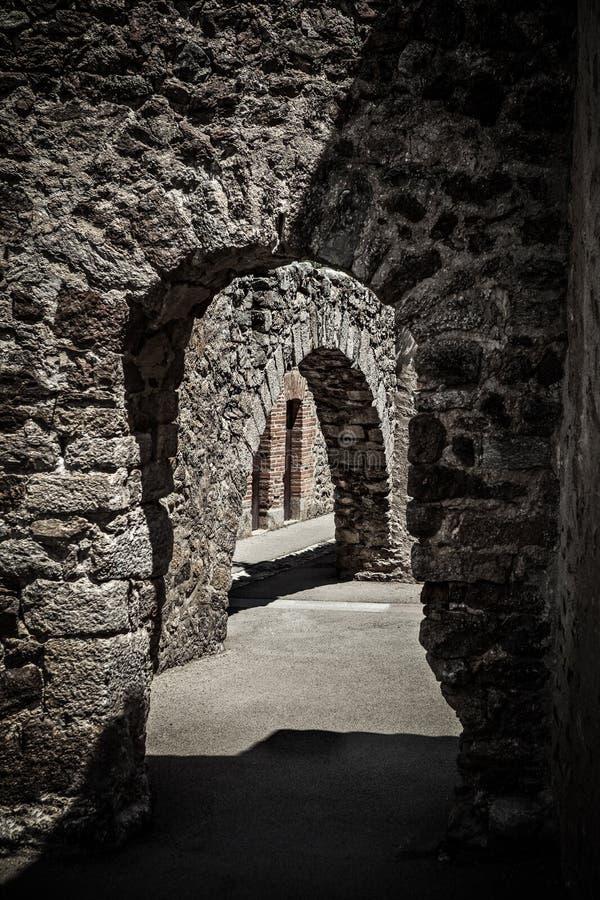 Corridoio di un castello antico fotografia stock libera da diritti