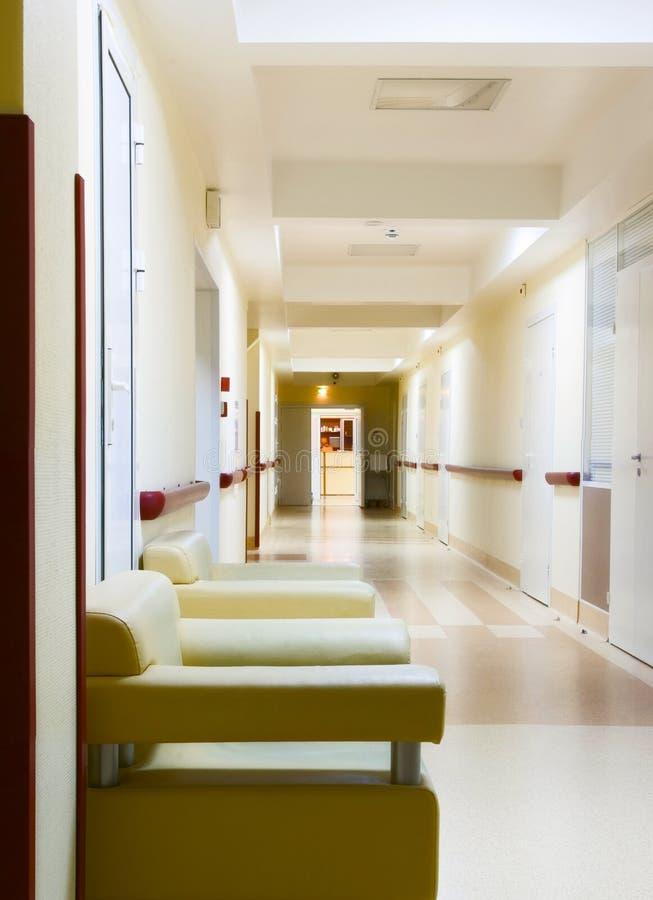 Corridoio giallo in ospedale immagine stock libera da diritti