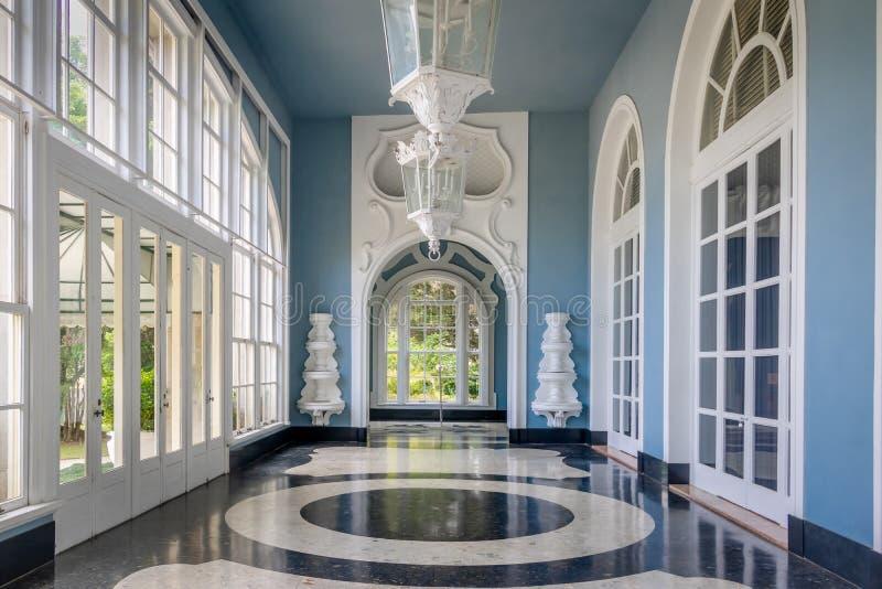 Corridoio hotel del casinò del palazzo di Quitandinha al precedente - Petropolis, Rio de Janeiro, Brasile immagini stock libere da diritti