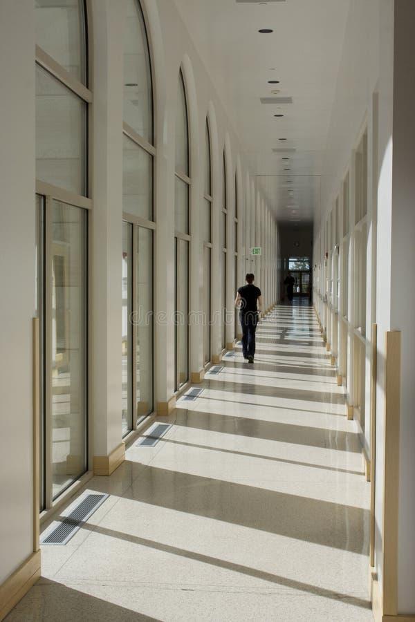 Corridoio lungo di corridoio immagine stock libera da diritti