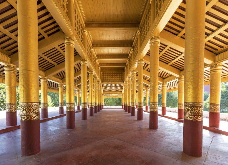 Corridoio nel palazzo di Mandalay fotografia stock libera da diritti