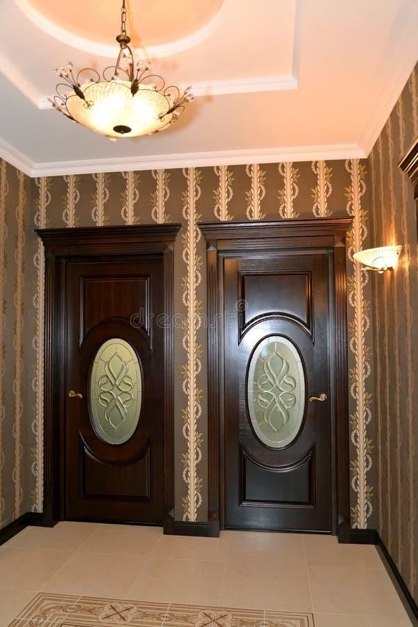 Corridoio nello stile classico moderno immagine stock for Stile classico moderno