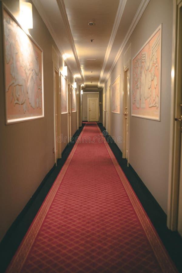 Corridoio operato dell'hotel immagine stock