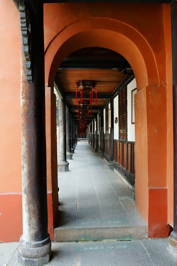 Corridoio in tempio buddista immagine stock