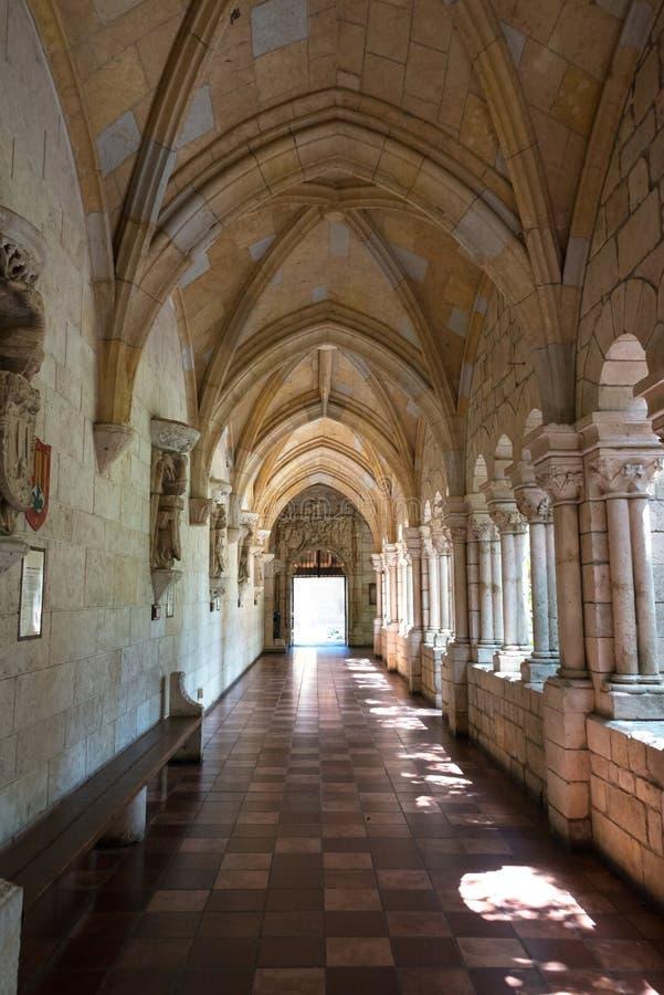 Corridoio in un monastero. fotografia stock