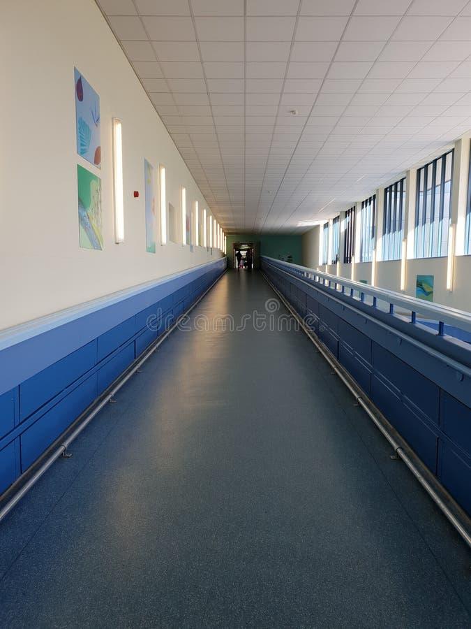 Corridoio in un ospedale locale, Londra Inghilterra dell'ospedale fotografia stock