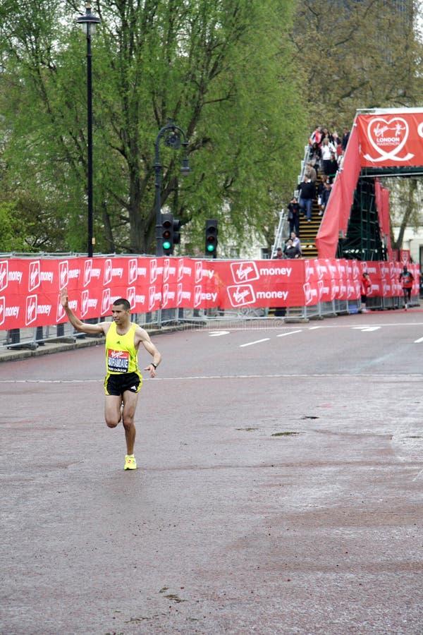 Corridore dell'elite nella maratona 2010 di Londra fotografie stock