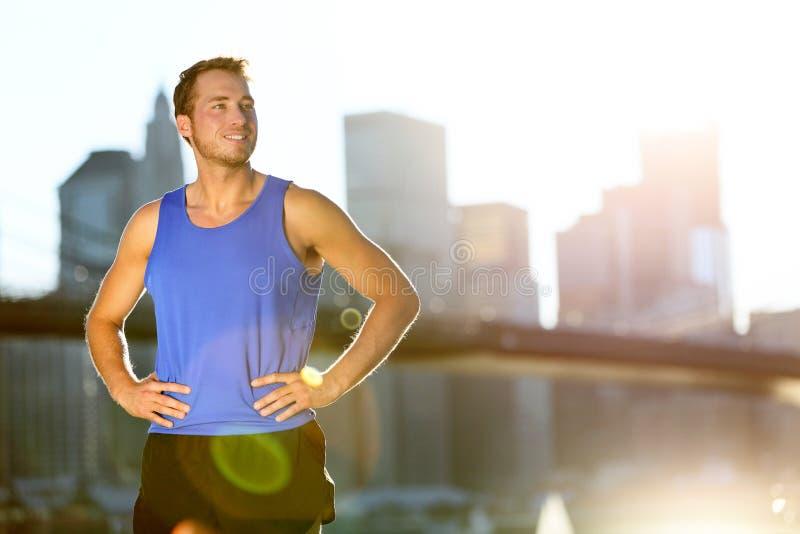 Corridore dell'uomo dell'atleta di sport - orizzonte di New York fotografia stock