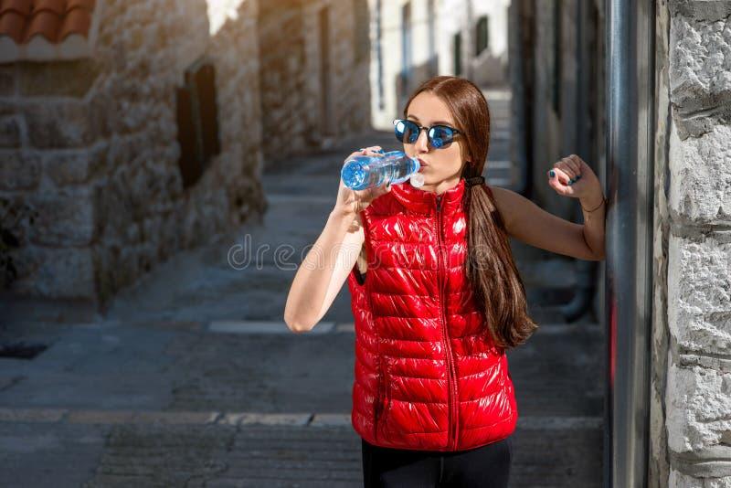 Corridore della giovane donna fotografie stock