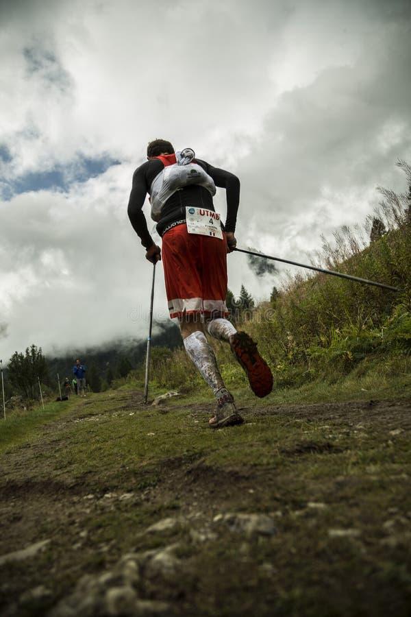 Corridore della traccia sul Monte Bianco fotografia stock