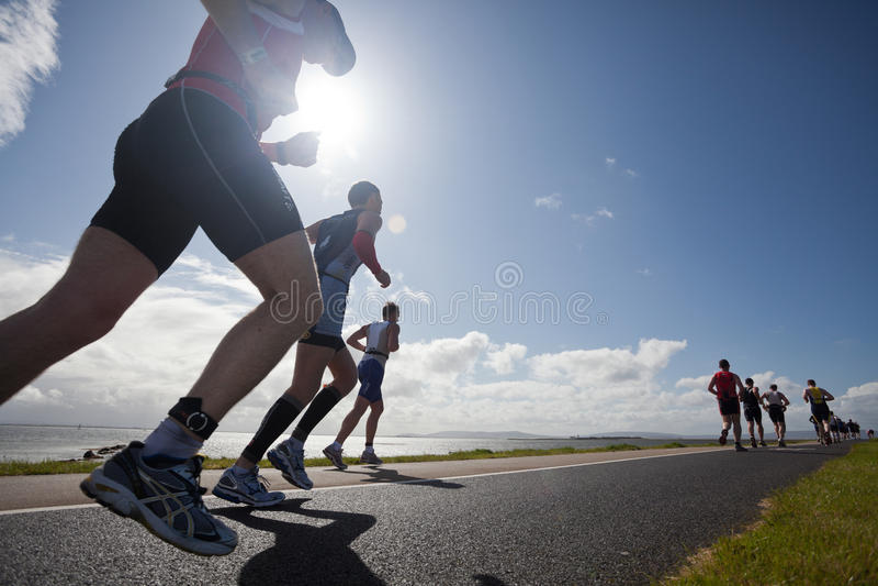 Corridori, triathlon immagine stock