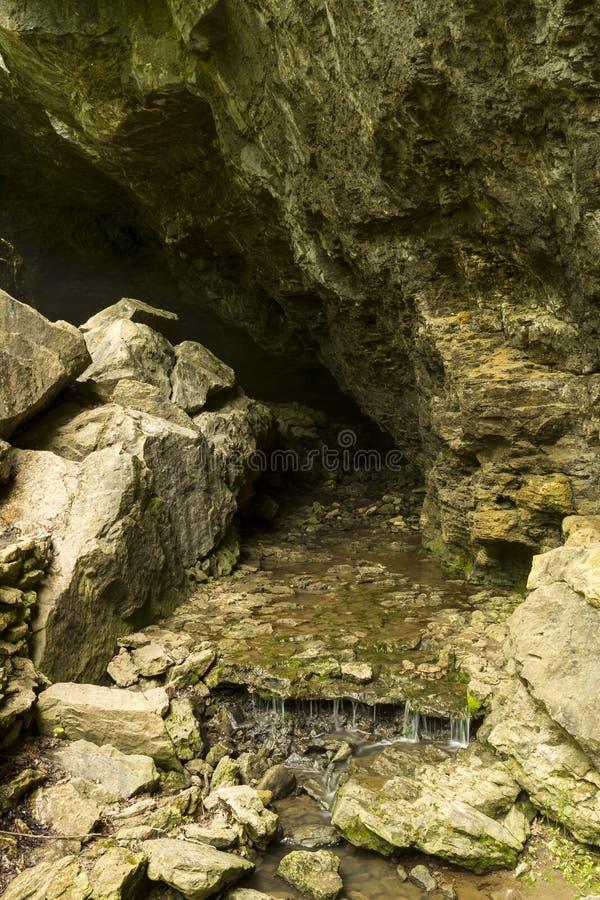 Corriente de la cueva fotografía de archivo
