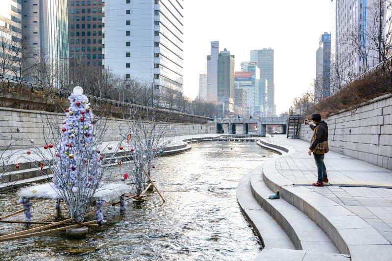 Corriente en invierno, Seul, Corea del Sur de Cheonggyecheon fotos de archivo libres de regalías
