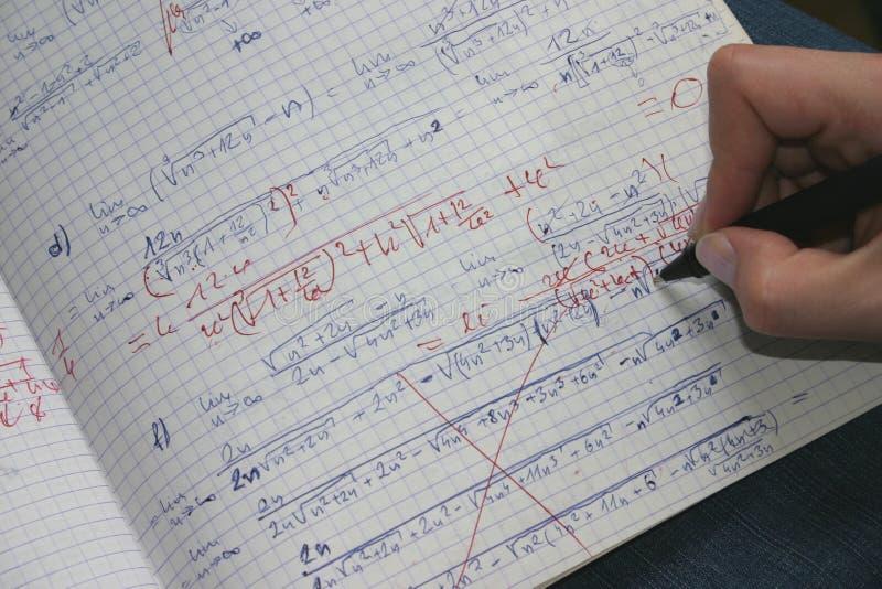 Corrigindo as matemáticas #2 fotos de stock royalty free