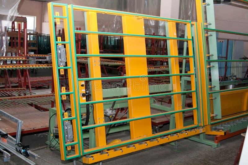 Corrisponda alla verniciatura dalla linea di produzione delle finestre del PVC immagine stock