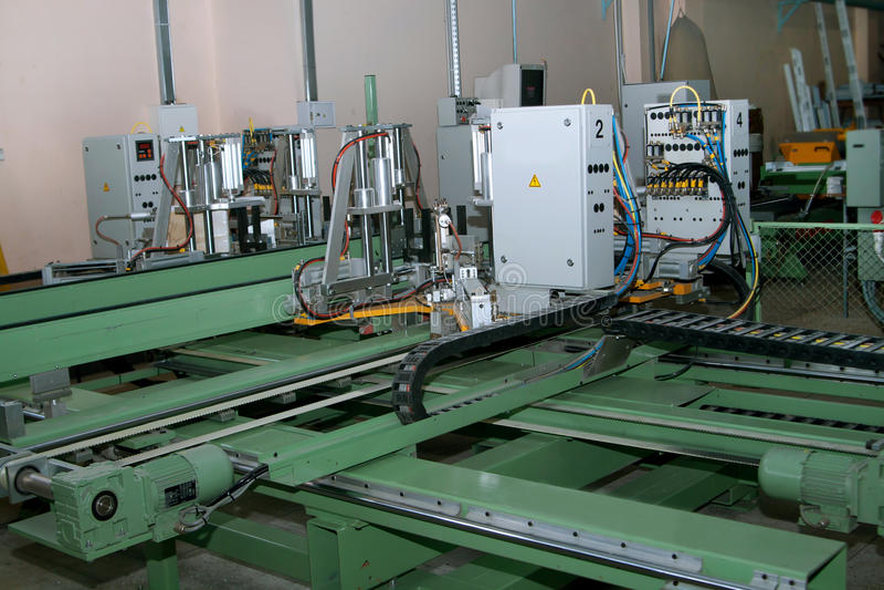 Corrisponda alla verniciatura dalla linea di produzione delle finestre del PVC fotografia stock libera da diritti
