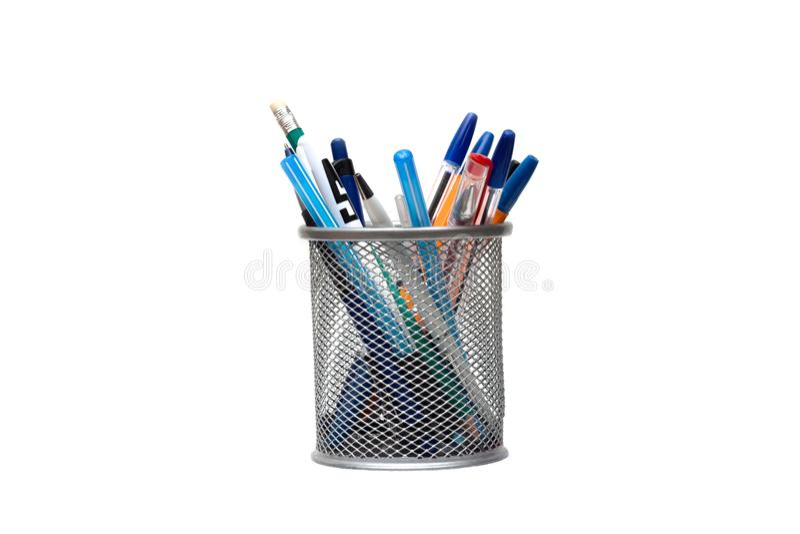 Corrisponda alle penne ed alle matite sul desktop fotografie stock