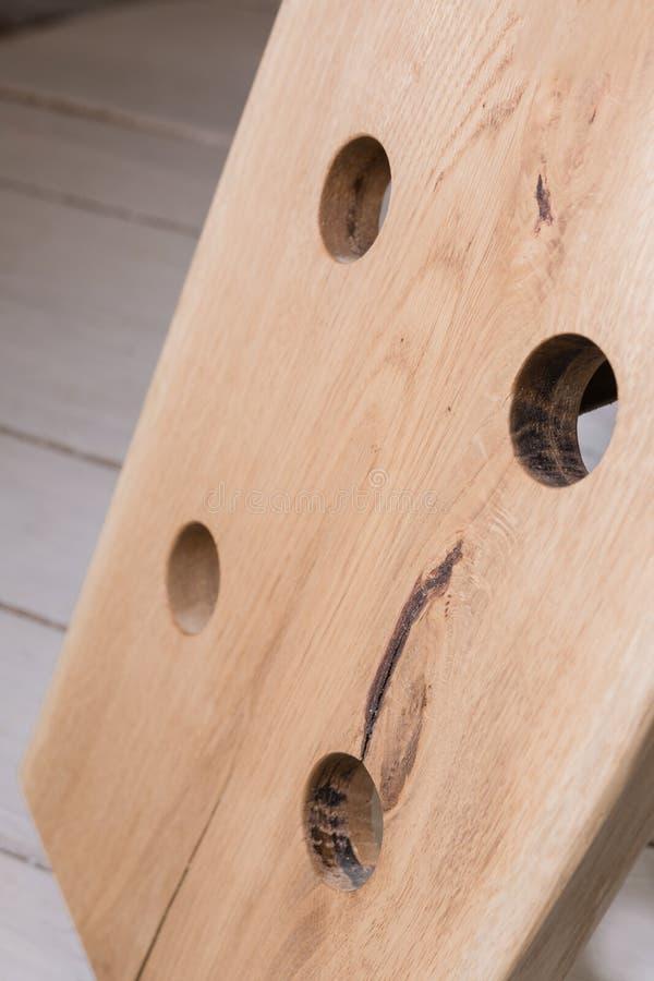 Corrisponda a vino da legno nello stile del sottotetto fotografia stock libera da diritti