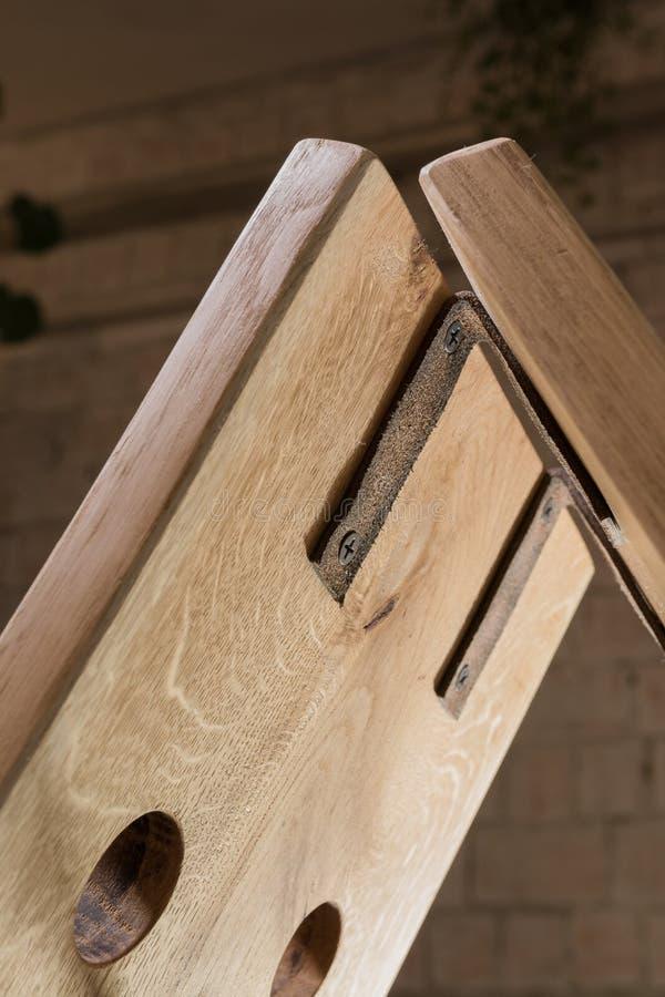 Corrisponda a vino da legno nello stile del sottotetto immagini stock libere da diritti