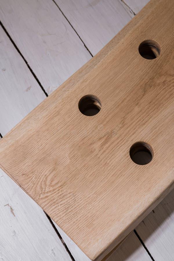 Corrisponda a vino da legno nello stile del sottotetto fotografia stock