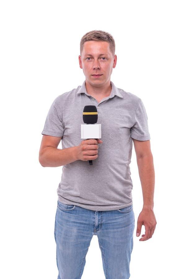 Corrispondente o relatore con un microfono su fondo bianco fotografie stock