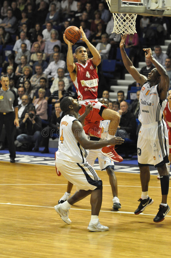 Corrispondenza di pallacanestro, tiro del Ben Woodside. fotografie stock