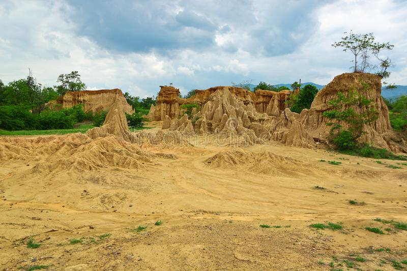 Corrosión del viento y de la lluvia en HomJom, NaN, Tailandia imagen de archivo