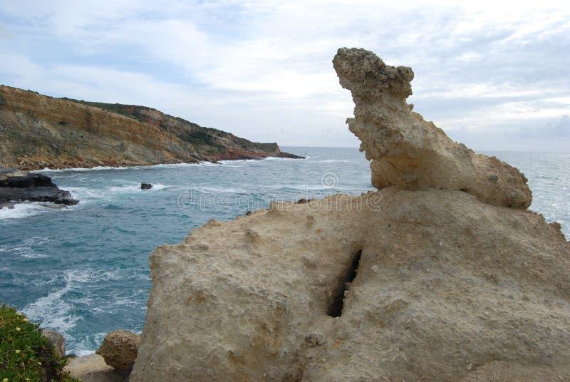 Corrosion de roche par la mer au Portugal images stock