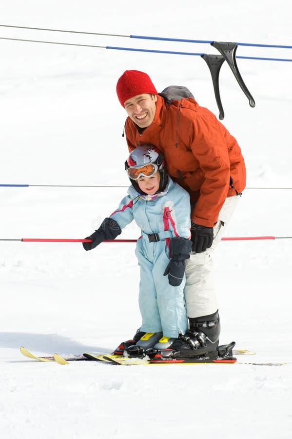 Corsa con gli sci della famiglia immagini stock