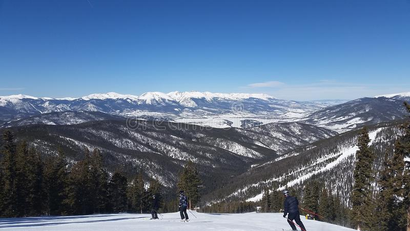 Corsa con gli sci di inverno in Colorado variopinto immagine stock